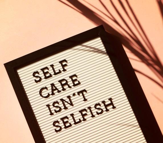 """Cartel que dice """"Autocuidado no es egoísmo"""""""