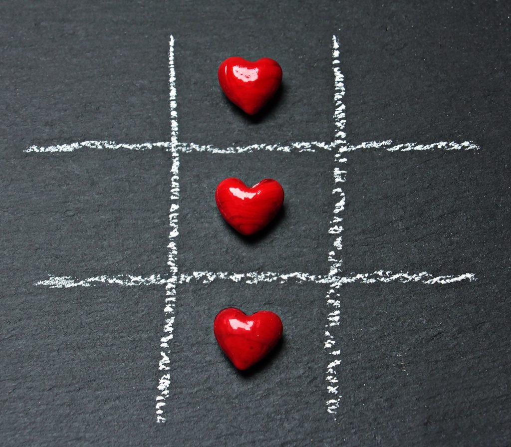Juego 3 en raya relaciones amorosas